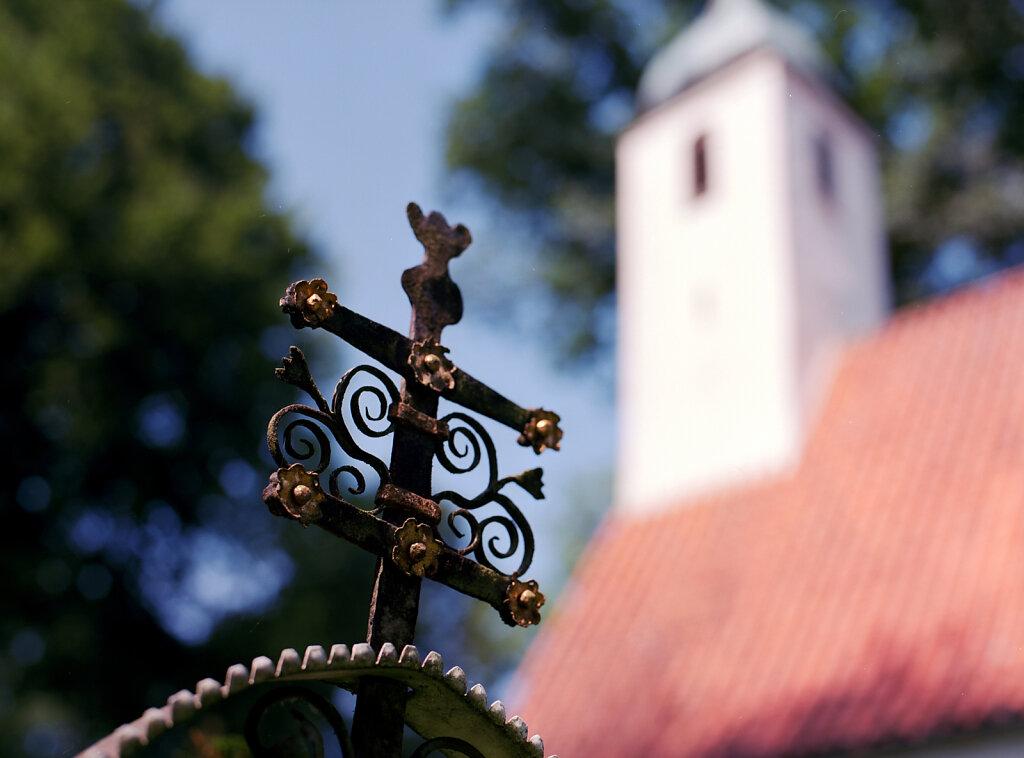 Friedhof an der Dorfkirche St. Clemens